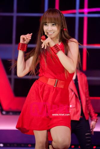 f(x) Victoria Song | 빅토리아 | 宋茜 wallpaper titled Hot Summer