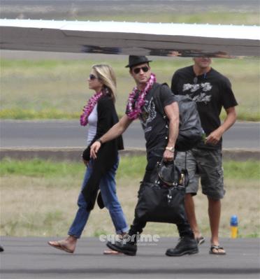 Jennifer & Justin arrive in Hawaii