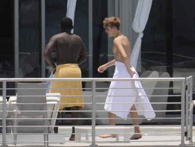 Justin Bieber Relaxing By A Pool In Miami