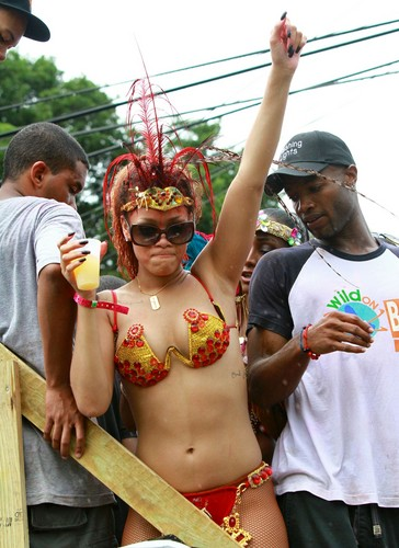 rihanna wallpaper titled Kadooment dia Parade in Barbados 1 August 2011
