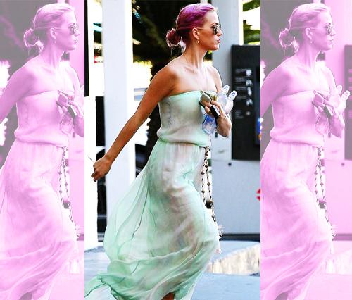 Katy debuts her brand new rose hair!
