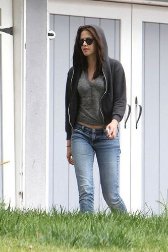 Kristen Stewart Visits Mom July 15, 2011