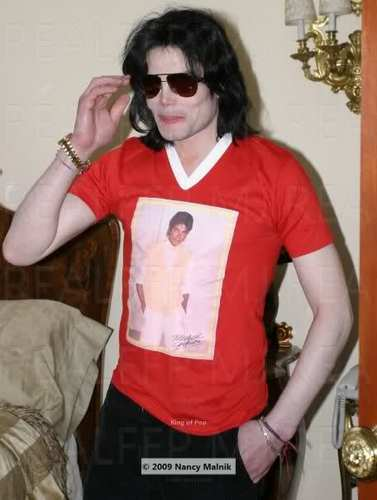 MJ wearing a MJ T-Shirt!!!
