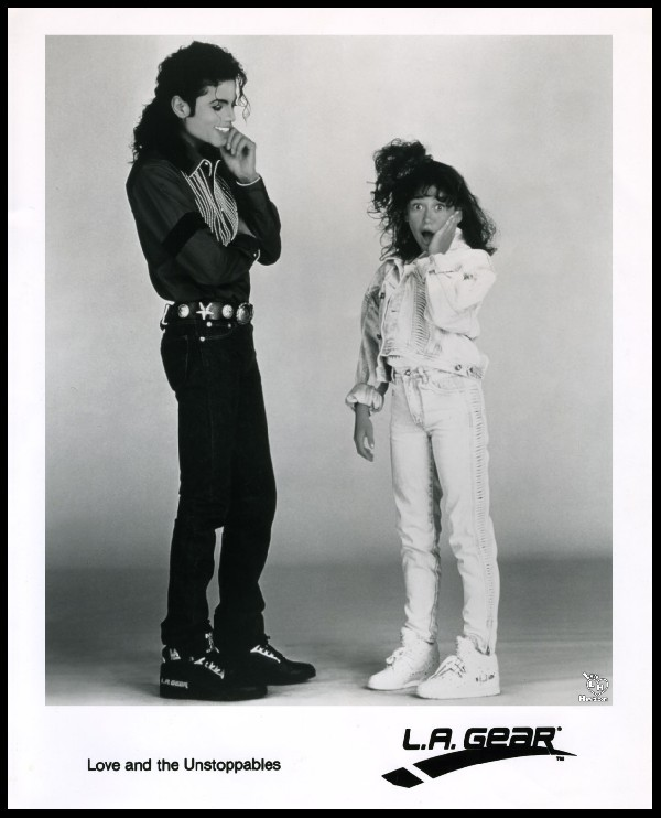 Michael Jackson & Jennifer Love-Hewitt. advertising shoe ''LA GEAR'' 1989 ano
