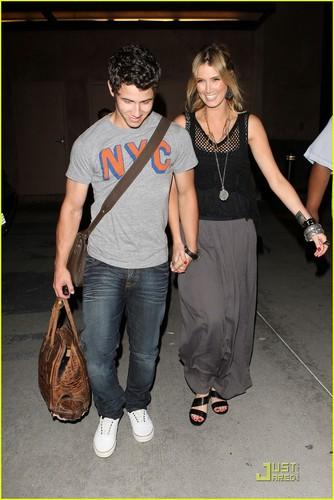 Nick Jonas & Delta Goodrem: Bowling encontro, data (08.02.2011) !!!