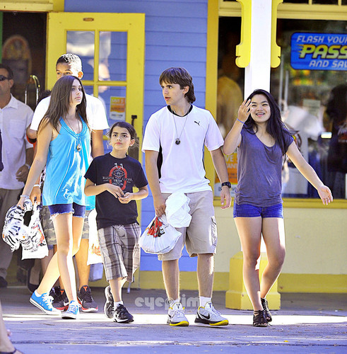 Paris, Prince and Blanket Spend The Tag At Six Flags Magic Mountain