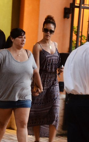 রিহানা spotted shopping with family and বন্ধু in Barbados (July 31).