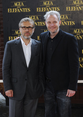 Robert Pattinson and Reese Witherspoon attend 'Water for Elephants' Photocall - christoph-waltz Photo