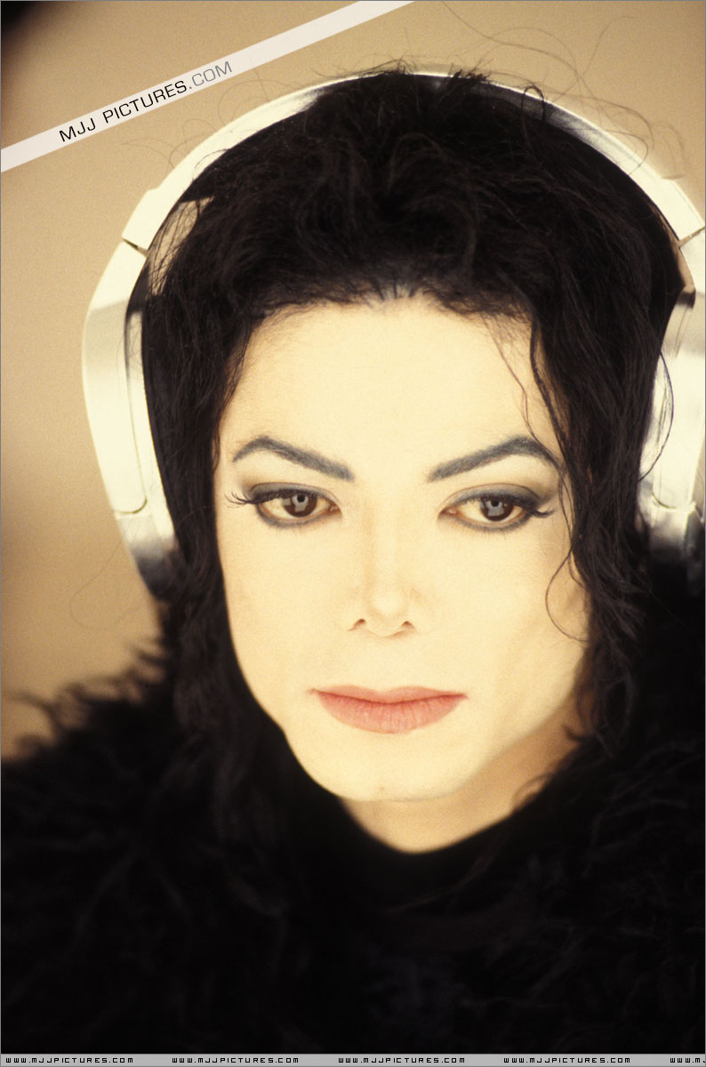 essay on michael jackson scream Epic/legacy recordings and michael jackson's estate have curated scream, a  new compilation of jackson's most electrifying and danceable.