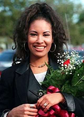 Selena Quintanilla-Pérez wallpaper possibly with a bouquet, a business suit, and a portrait called SLENA <3