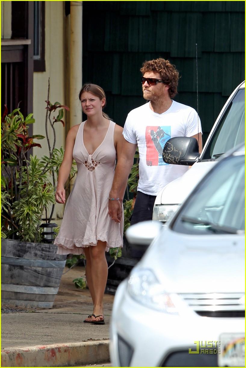 Sam Worthington: Shirtless with New Girlfriend!