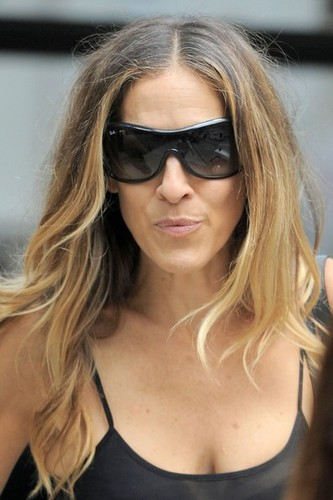 "Sarah Jessica Parker On Set Of ""I Don't Know How She Does It"""