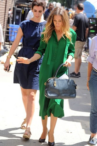 """Sarah Jessica Parker On Set Of """"I Don't Know How She Does It"""""""