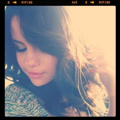 Selena`s new twitter Fotos