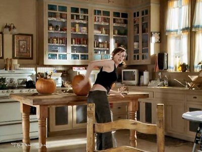 Image gallery manor kitchen for The charmed kitchen