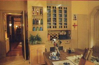 The Manor { Bathroom and kitchen }