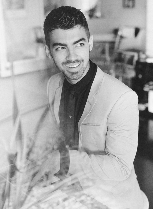 Joe Jonas - Picture