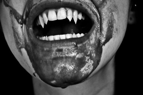 dans fond ecran vampire vampire-vampires-24279201-500-332