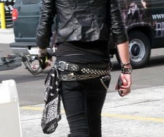 Andy Sixx Hintergrund containing a hip boot titled <3
