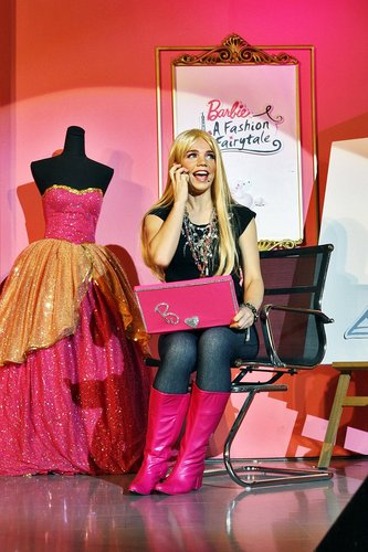 [Barbie: A Fashion Fairytale] Live ipakita