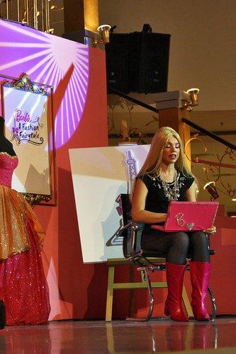 [Barbie: A Fashion Fairytale] Live toon