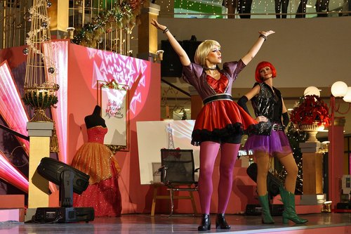 [Barbie: A Fashion Fairytale] Live onyesha