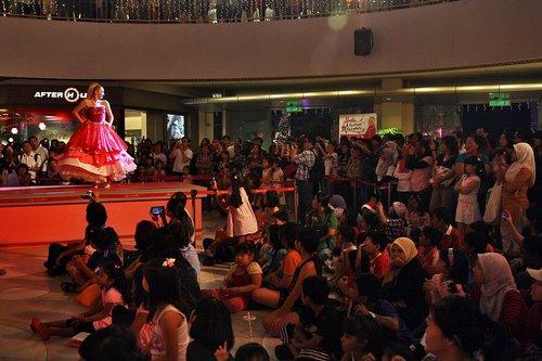 [Barbie: A Fashion Fairytale] Live ipakita