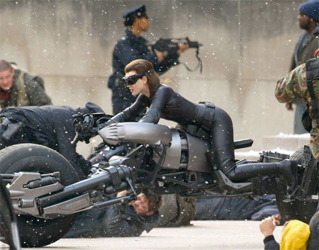 Catwoman's stunt double in action on 'DARK KNIGHT RISES' set - the-dark-knight-rises Photo