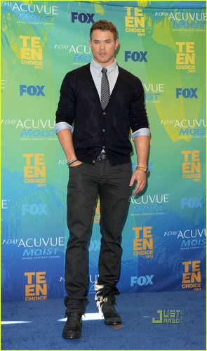 Ashley Greene - Teen Choice Awards with Kellan Lutz!