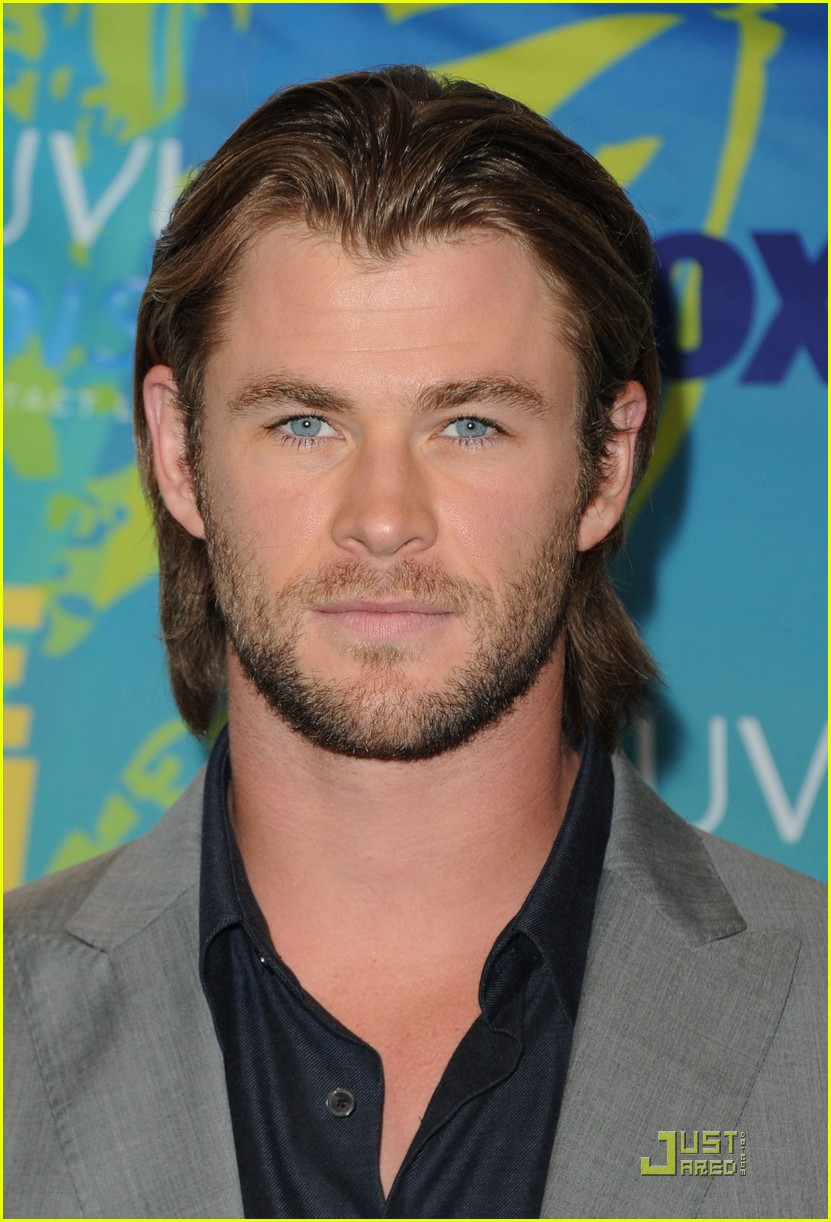 Chris Hemsworth - Teen Choice Awards 2011 Red Carpet - chris-hemsworth photo