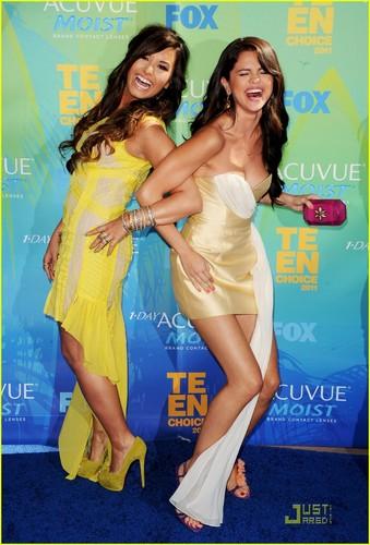 DEMI AND SELENA TCA 2011.. REUNION!!!
