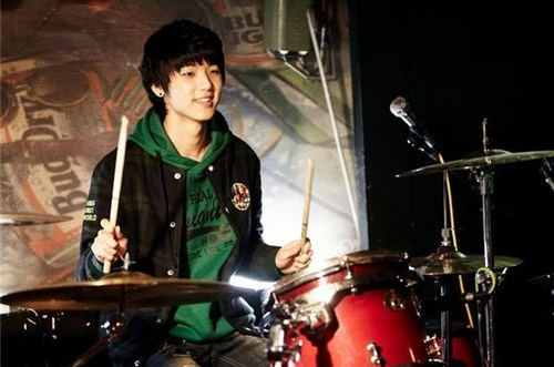 Kang Min Hyuk দেওয়ালপত্র with a drummer, a snare drum, and a tenor drum called Drums