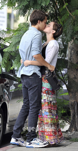 Emma Watson making out with Johnny Simmons