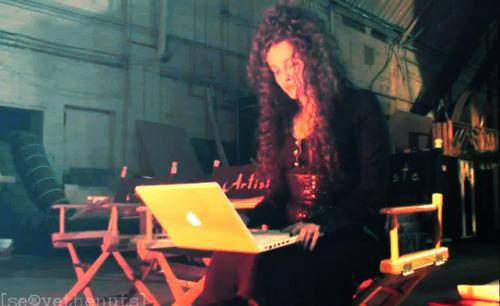 Evil Bella using a Mac