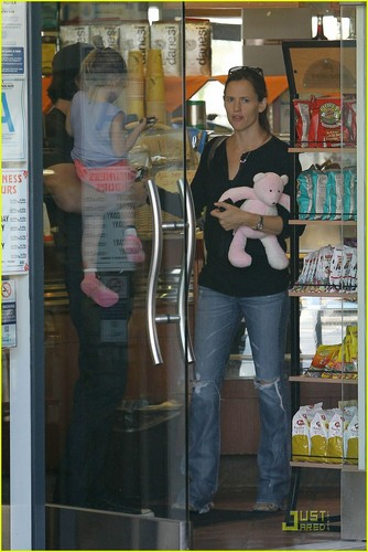 Jennifer Garner & Ben Affleck: Deli with Seraphina!