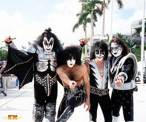 Kiss 1998