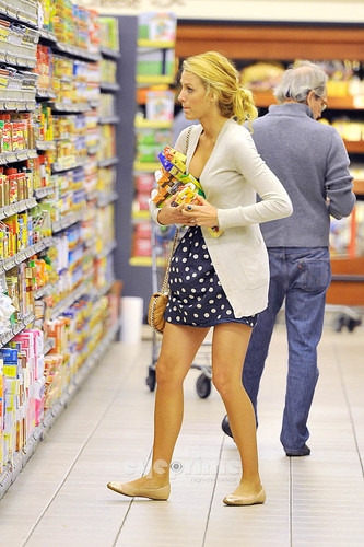 Blake Lively wallpaper containing a supermarket titled Leonardo DiCaprio & Blake Lively: Grocery Shopping!