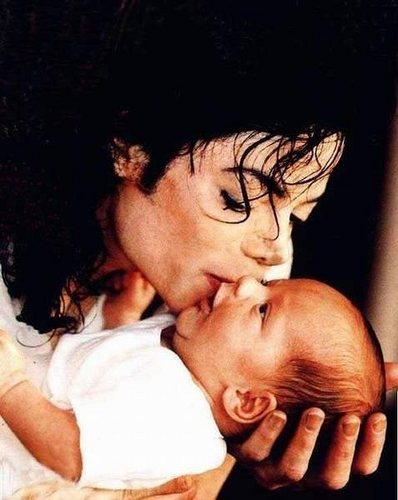 The MJ Fanpop family L.O.V.E. wallpaper probably with a neonate, skin, and a portrait called MICHAEL AND HIS KIDS