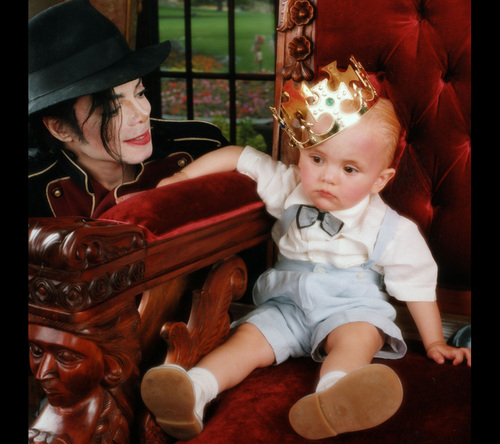The MJ Fanpop family L.O.V.E. wallpaper possibly with a neonate titled MICHAEL AND HIS KIDS