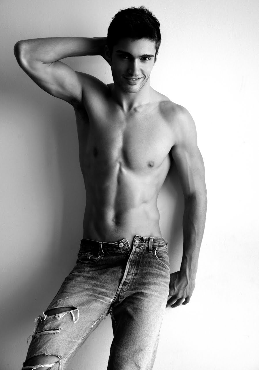 http://images4.fanpop.com/image/photos/24300000/Mario-Loncarski-male-models-24363893-900-1286.jpg