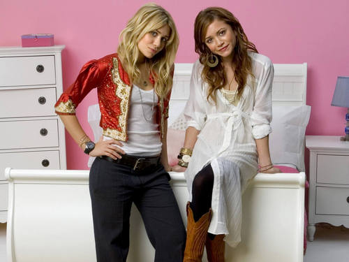 Mary-Kate & Ashley Olsen wallpaper possibly containing bare legs, a well dressed person, and a hip boot entitled Mary Kate & Ashley Olsen unity Pictures, gambar and foto