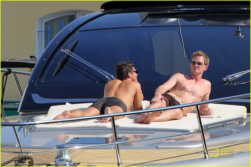 Neil Patrick Harris & David Burtka: Vacationing in St. Tropez!