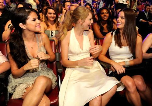 New photos of Ashley with Taylor,Selena and Kellan!