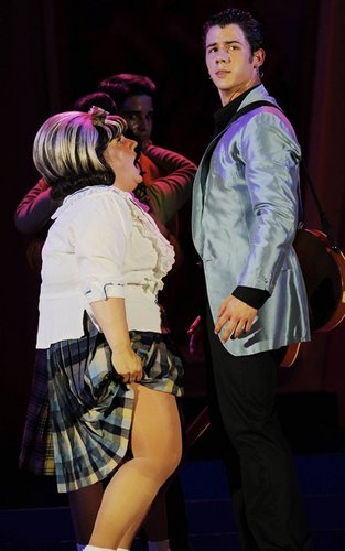 "Nick Jonas Makes ""Hairspray"" Stage Debut (08.05.2011) !!!"