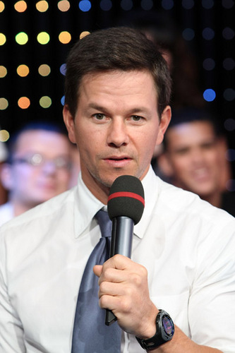 October 15 2008 - Mark Wahlberg at MTV's TRL