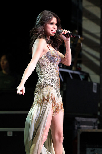 Performing At Bethel Woods Art Center In New York 05 08 2011
