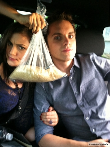 Phoebe Tonkin and Thomas Dekker