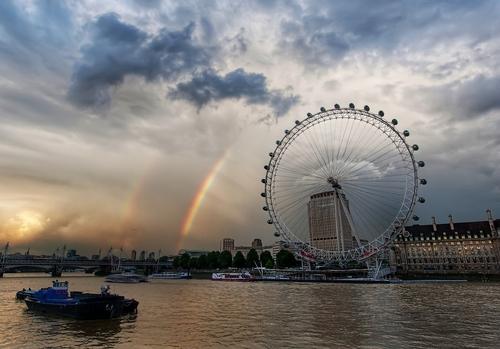 इंद्रधनुष over the लंडन Eye