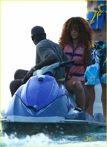 Rihanna: Bob Marley traje de baño in Barbados!