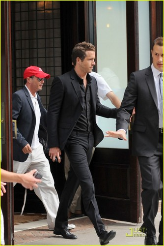 Ryan Reynolds: My Mom Witnessed My Lorno Scene!